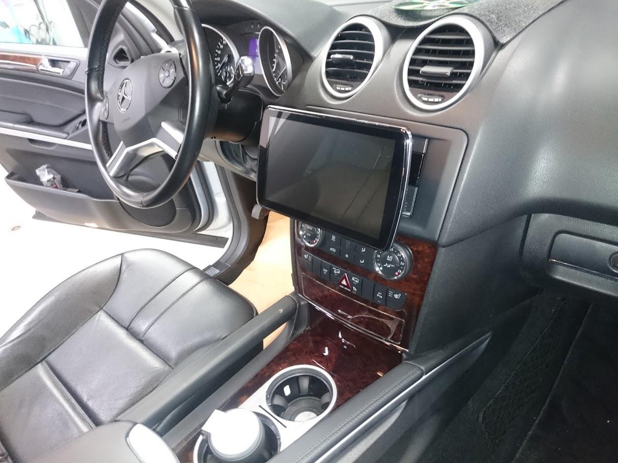 MercedesBenz ML350 カーナビゲーション・バックカメラ・ドライブレコーダー取付